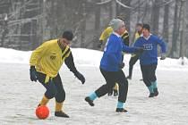 Zimní fotbalové turnaje se letos rozjíždějí za extrémních klimatických podmínek.