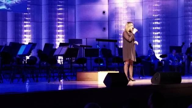 Charitativní novoroční koncert se po patnácté uskutečnil v Kongresovém centru Zlín 10. ledna 2020. Program doplnila také zpěvačka Kateřina Mrlinová.