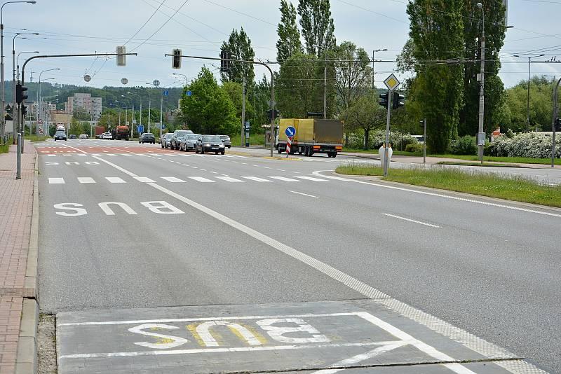 Třída 3. května ve Zlíně před nákupním zónou Centro Zlín bývá místem častých dopravních nehod, většinou bez tragických následků. Důvodem je nevěnování se řízení. Snímek z 24.5.2021.