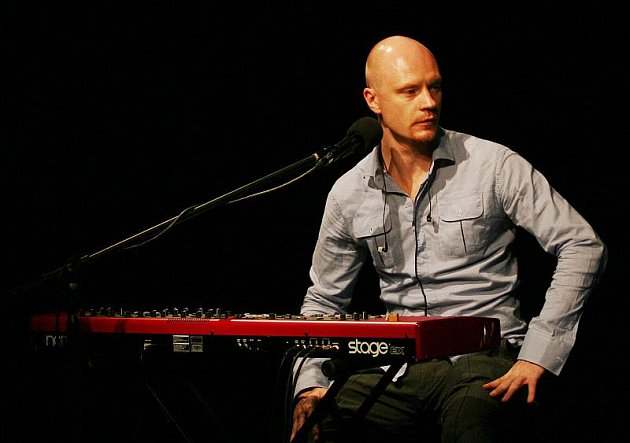 Jan Budař je díky svým rolím u televizních a filmových diváků velmi oblíbený. Ne každý však ví, že se věnuje i muzice.