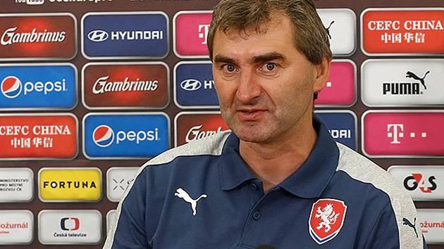Trenér české fotbalové reprezentační devatenáctky Jan Suchopárek nominoval na kvalifikační turnaj o postup na mistrovství Evropy i dva hráče z regionu.