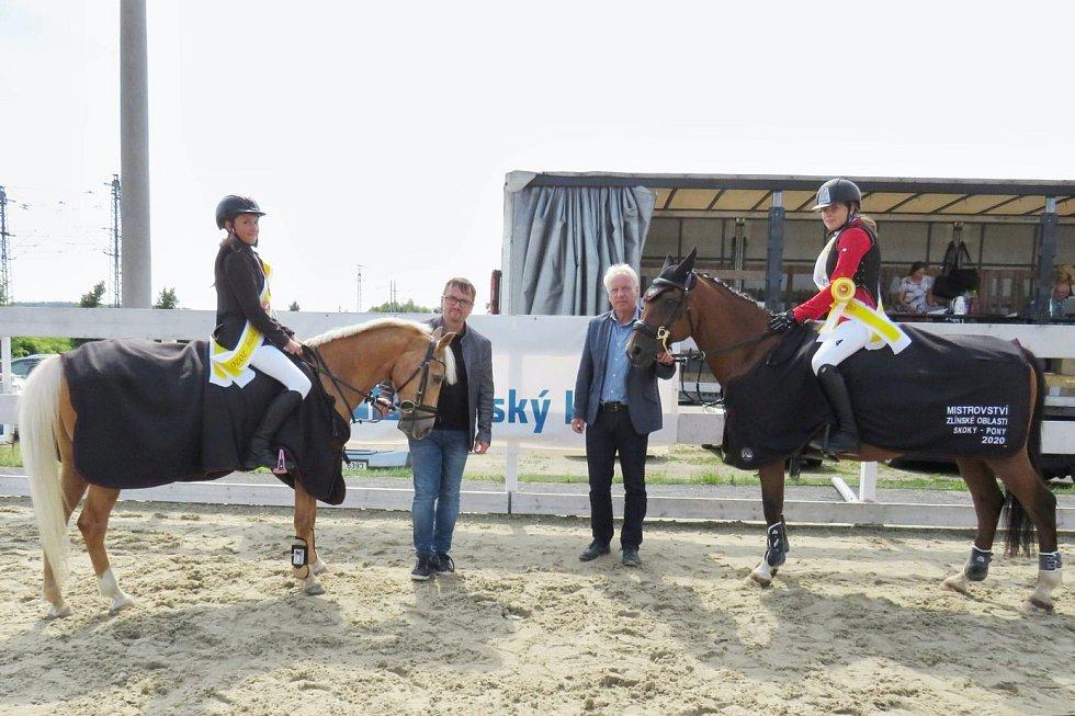 Vítežky v kategorii pony Adéla Kretová a Sofie Ambrožová.