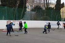 mladí hokejisté PSG Berani Zlín při hokejbalových trénincích