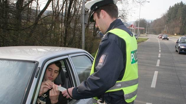 V POŘÁDKU. Tento řidič prošel o víkendu sítem kontrol bez potíží, i letos ale mnozí motoristé doplat