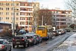 První sníh zkomplikoval v pondělí 28. 11. dopravu ve Zlíně.