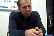 Rostislav Vlach ve Vsetíně sleduje také svého syna Romana, který mu v posledních dnech poreferoval o absenci fanoušků na Lapači.