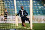 Fotbalové utkání HET ligy mezi celky FK Mladá Boleslav a FC Fastav Zlín 21. dubna v Mladé Boleslavi. Zdeněk Zlámal a zlomená tyč.