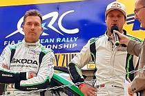 Andreas Mikkelsen (vpravo) na podiu 50. Barum Rally