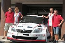 Představení závodního auta Škoda S2000 posádky Antonín Tlusťák a Ladislav Kučera v hotelu Baltaci ve Zlíně.