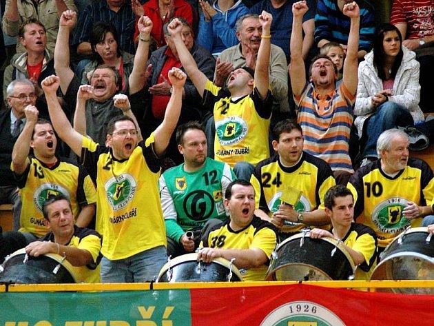 Fanoušci Zubří jsou velkou oporou svého týmu. V semifinále je čekají i výjezdy do Hranic.