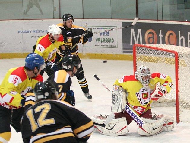 Krajská liga mužů, HC Brumov-Bylnice (ve žlutém) - HK Kkroměříž.. Ilustrační foto