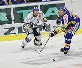 Extraligoví hokejisté Zlína (v modrém) se v 11. kole extraligy střetli s Vítkovicemi.
