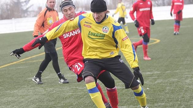 Richard Dostálek (ve žlutém).