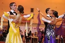 Mezinárodní taneční soutěže klasických tanců ve Zlíně se letos zúčastnilo 800 párů. Kromě českých se předvedli i tanečníci ze Slovenska, Polska, Maďarska a Rakouska.