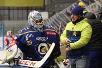 Extraligoví hokejisté Zlína (v modrém) v rámci 17. kola extraligy vyzvali Pardubice.