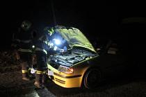 Automobil začal hořet během jízdy. Řidič plameny uhasil před příjezdem hasičů.