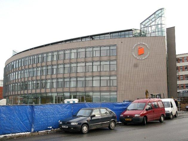 Stavba architektky Evy Jiřičné zapadá do koloritu města.