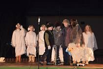 V sobotu 23. prosince 2017 se v Lukovečku konalo Zpívání koled u kapličky a předávání Betlémského světla.