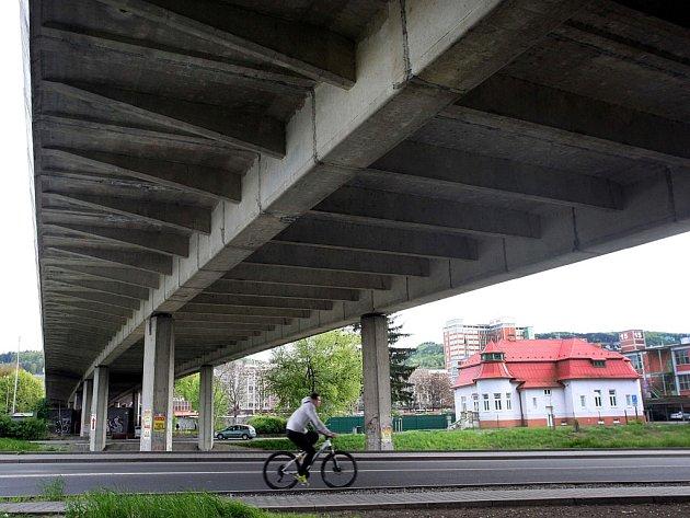 Nadjezd a Čepkovský most ve Zlíně.
