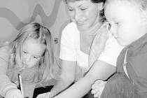 S MALÝMI ŽÁKY. Dagmar Halodová vyučuje děti od tří měsíců do čtrnácti let.
