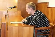 Martin Burský dostal před dvěma lety od krajského soudu ve Zlíně podmínku za brutální napadení dvou bezdomovců. Dnes mu za krádež kroměřížský soud uložit tři sta hodin obecně prospěšných prací.