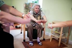 Osamělí senioři ze Zlínského kraje mají možnost se pravidelně setkávat se svými vrstevníky.