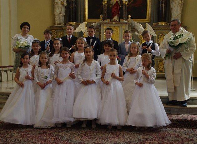 První svaté přijímání absolvovaly děti ve Slušovicích Slušovice