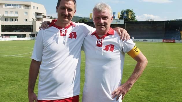 Bývalý obránce Zdeněk Kroča (vlevo) odehrál spoustu ligových zápasů po boku Petra Klhůfka. Nyní se někdejší opory občas sejdou v dresu staré gardy Zlína.