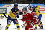 Hokejisté Zlína (ve žlutých dresech) proti Olomoucí