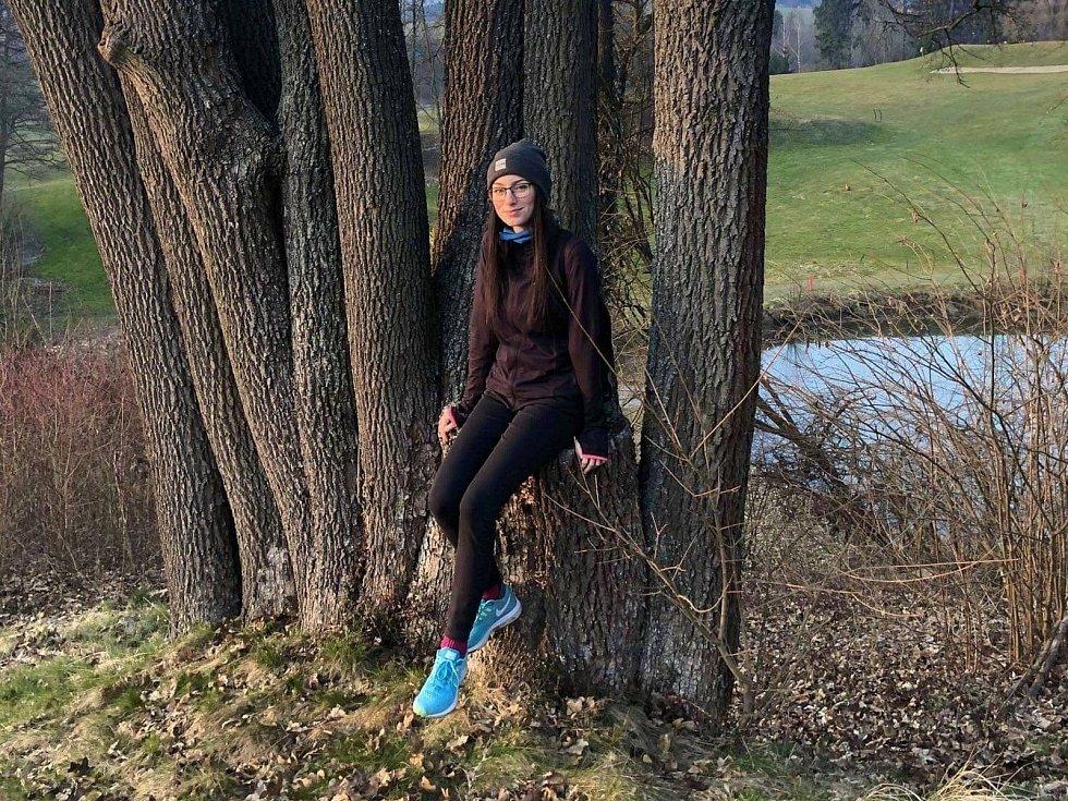 Kampaň Pomáháme pohybem aneb Strava nejen pro puštíka spustila na pomoc zlínské zoo Obchodní akademie Tomáše Bati ve Zlíně. Zúčastnila se jí také studentka Veronika Čevelová.