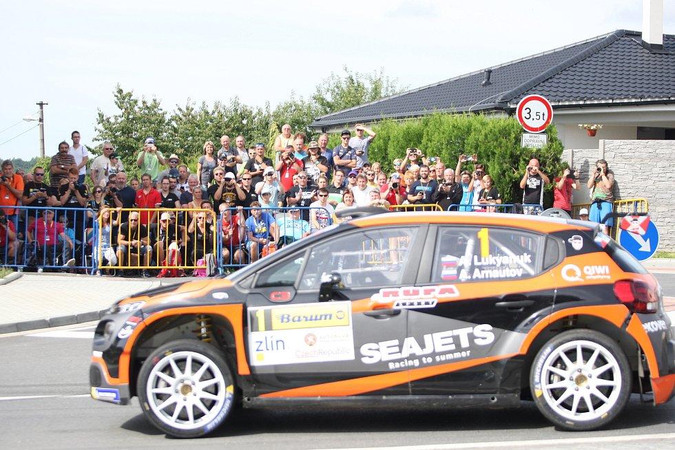 V rámci 49. ročníku Barum Czech Rally Zlín absolvovali v sobotu dopoledne jezdci rychlostní zkoušku Březová. Na snímku Alexej Lukjaňuk.