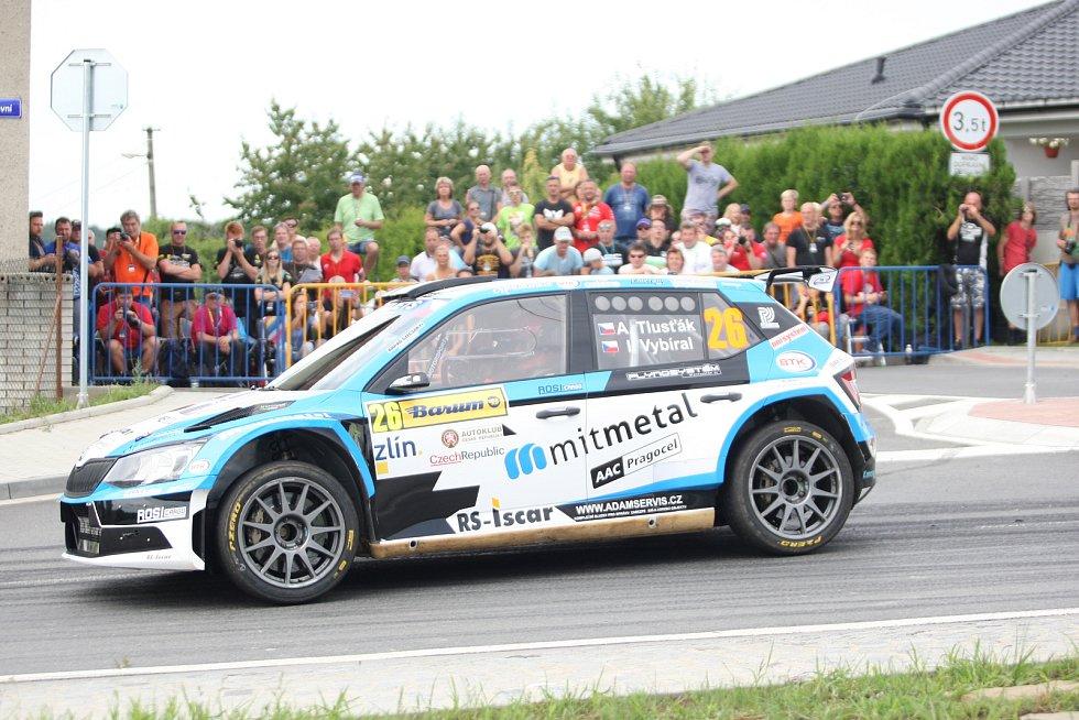 V rámci 49. ročníku Barum Czech Rally Zlín absolvovali v sobotu dopoledne jezdci rychlostní zkoušku Březová. Na snímku Antonín Tlusťák.
