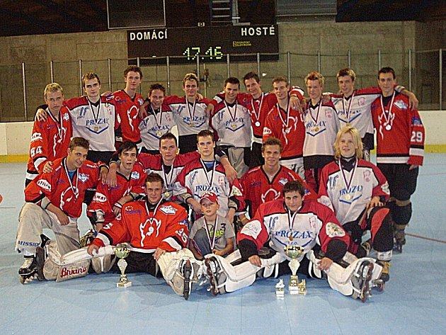 Zlínské juniorské in-line hokejové výběry Devils (v červeném) a Prozax.