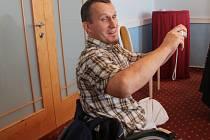 Mladí postižení mají práci díky nadaci po obuvníkovi Pivečkovi