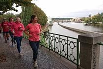 Abhejali Bernardová (44) ze Sri Chinmoy Marathon Teamu dokončila svůj ultratriatlon Dover-Praha, při kterém ve třech disciplínách urazila celkem 1111km (34km plavání, 895km kolo, 182km běh). Trvalo jí to 7 dnů, 12 hodin a 5 minut.