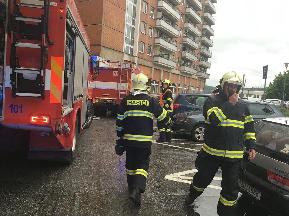 Na Jižních Svazích ve Zlíně hořela kuchyň v bytě, v jedenáctém patře bytového domu segment.