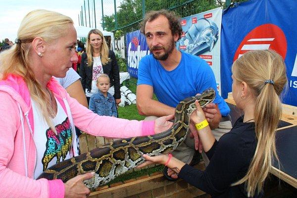 Ve Zlíně-Mladcové se vsobotu konal už osmý ročník akce Mladcovská hoblovačka. Zúčastnila se jí podle pořadatelů necelá tisícovka lidí.