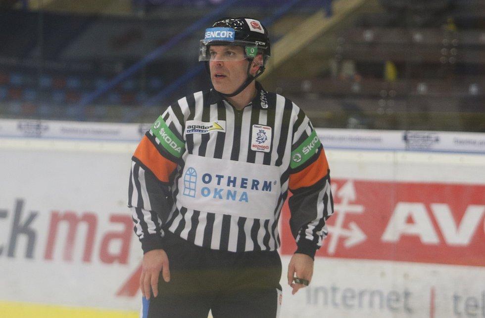 Extraligový hokejový rozhodčí René Hradil v neděli 21. 2. 2021 ve Zlíně odřídil 756. utkání v nejvyšší soutěži