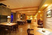 Hotel Vyhlídka - salonek s kulečníkem a bowlingem.