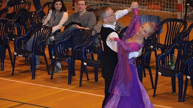 Seniorští tanečníci zlínské školy sklízí významné úspěchy na tuzemských i zahraničních soutěžích.