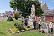 Slavičín oslavil 75 let svobody u hrobů rumunských vojáků.
