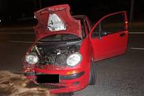 Do sloupu veřejného osvětlení ve Zlíně – Malenovicích v pondělí 10.6. v noci narazil podnapilý třiatřicetiletý muž z obce u Zlína, který jel ve vozidle Daewoo Matiz. Při dechové zkoušce usnul.