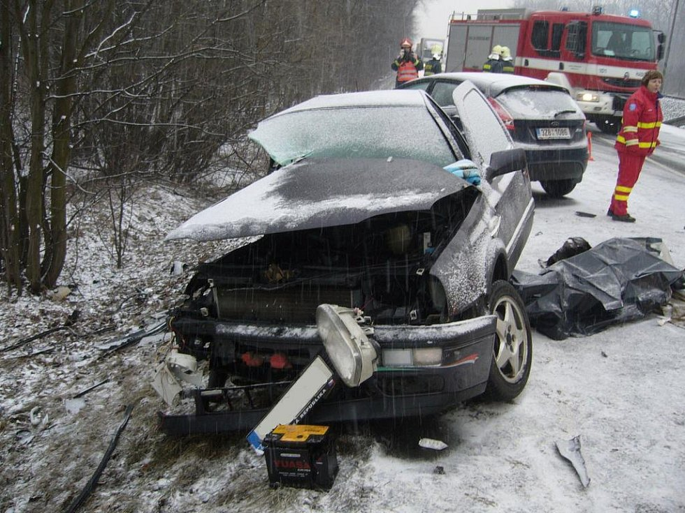 Noční sněžení způsobilo sérii dopravních nehod v celém Zlínském kraji.