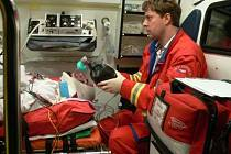 Záchranná služba vyjíždí k zásahu zhruba pětkrát za směnu, o víkendu to je i častěji.