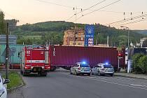 Na železničním přejezdu ve Zlíně na Podvesné vlak srazil chodce