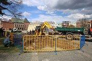 Stavba stálého pódia na náměstí Míru ve Zlíně.