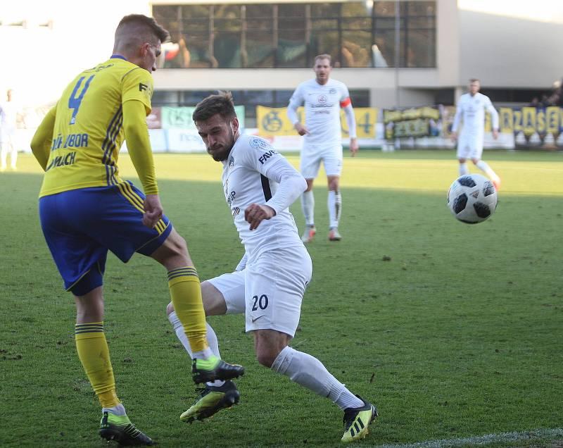 FC Fastav Zlín (ve žlutém) v derby proti 1.FC Slovácko