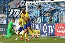 Fotbalisté Zlína (žluté dresy) v 6. kole FORTUNA:LIGY zvítězili v Liberci 1:0.