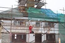 Oprava budovy ve Slopném