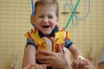 Malý Adámek trpí mozkovou obrnou
